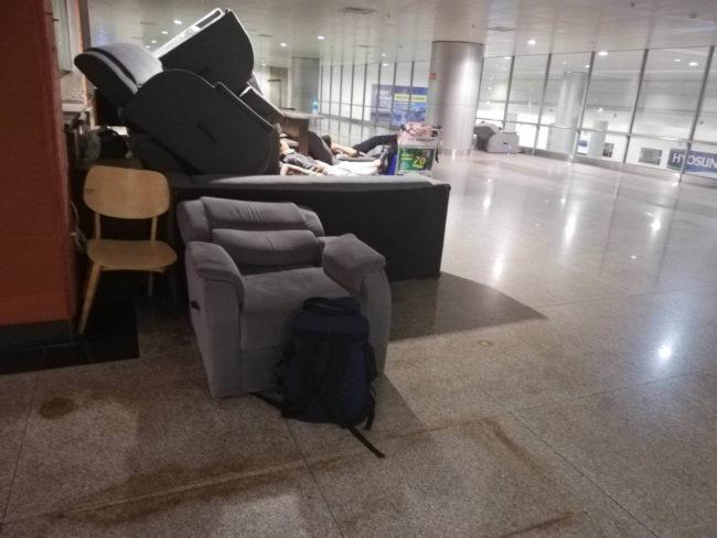 タンソンニャット空港泊