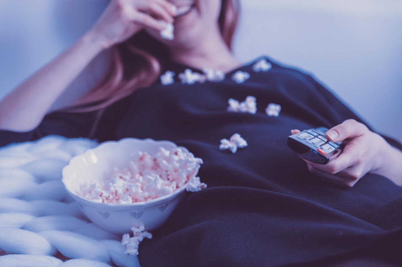 長距離フライトで無料で映画を見る