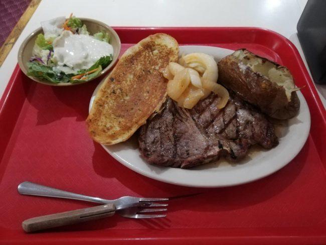 ニューヨークで安くステーキを食べる