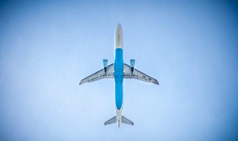 飛行機に乗る